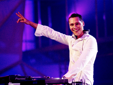Tiesto Teams Up With (RED) For World AIDS Day Global EDM Event