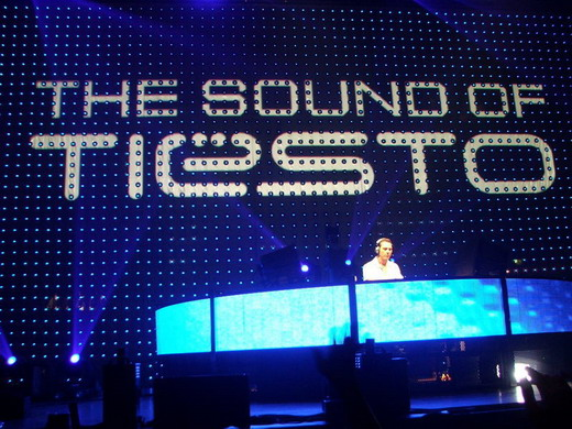 dj-tiesto-with-club-life-show