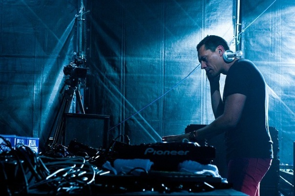 DJ Tiesto - Club Life Episode 320