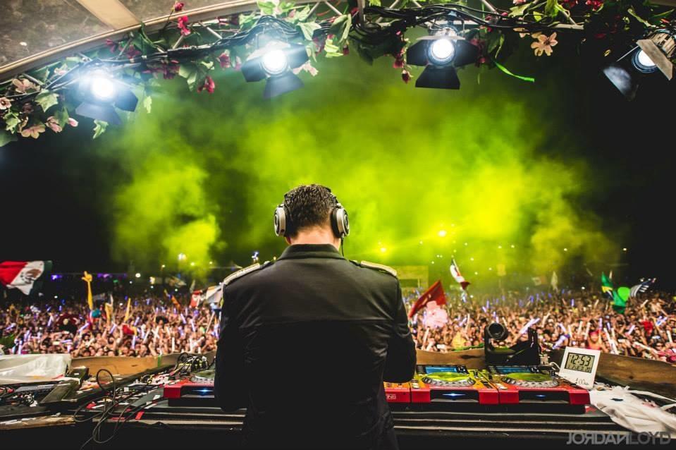DJ Tiesto – Club Life 393 (12-10-2014) 1 hora de música!! #ClubLife393
