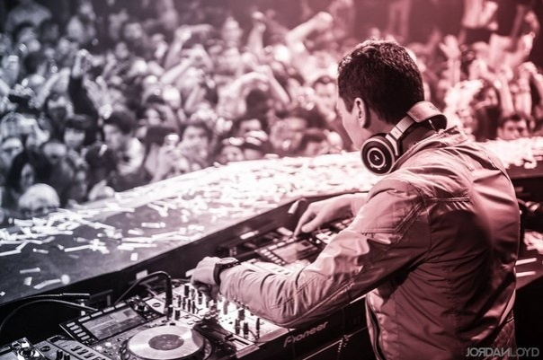 DJ Tiesto – Club Life 435 [The Chainsmokers Guest Mix] (01-08-2015) 1 hora de música!! #ClubLife435